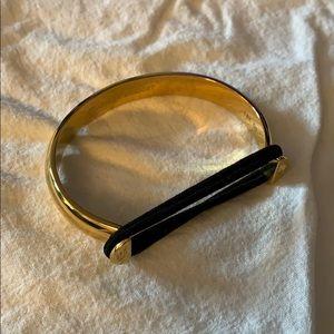 Hair band holding bracelet